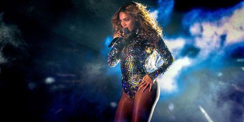 Human body, Music, Entertainment, Music artist, Performing arts, Microphone, Pop music, Singing, Artist, Performance,