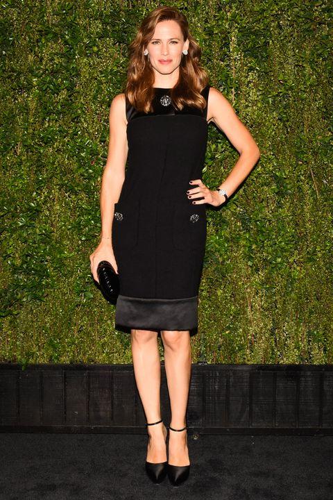 Dress, Shoulder, Joint, Human leg, One-piece garment, Formal wear, Cocktail dress, Little black dress, Day dress, Waist,