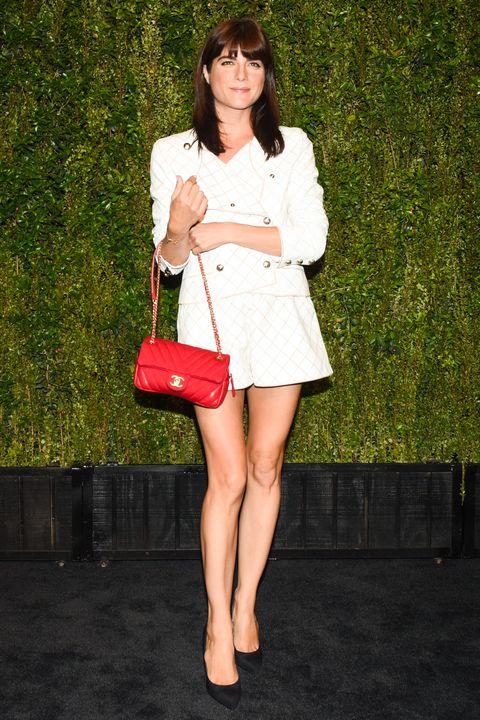 Clothing, Leg, Sleeve, Shoulder, Human leg, Bag, Style, Street fashion, Fashion, Knee,