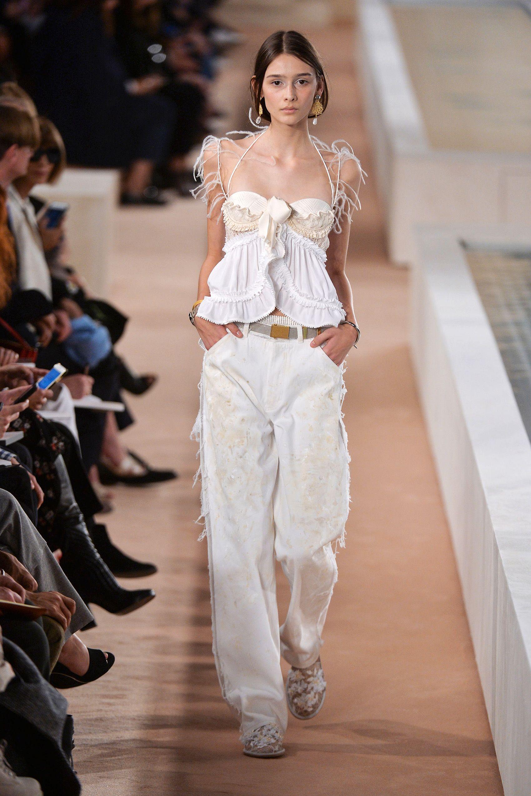Best Runway Fashion at Paris Fashion Week Spring 2016 - Paris Fashion Week  Spring 2016 Runway Trends 6134770e47794