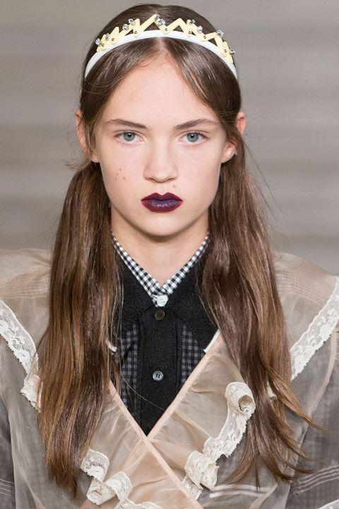 Lip, Hairstyle, Hair accessory, Style, Headpiece, Headgear, Fashion accessory, Costume accessory, Iris, Fashion,
