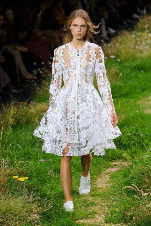 Dress, One-piece garment, Fashion model, Fashion, Day dress, Street fashion, Spring, Long hair, Brown hair, Fashion design,