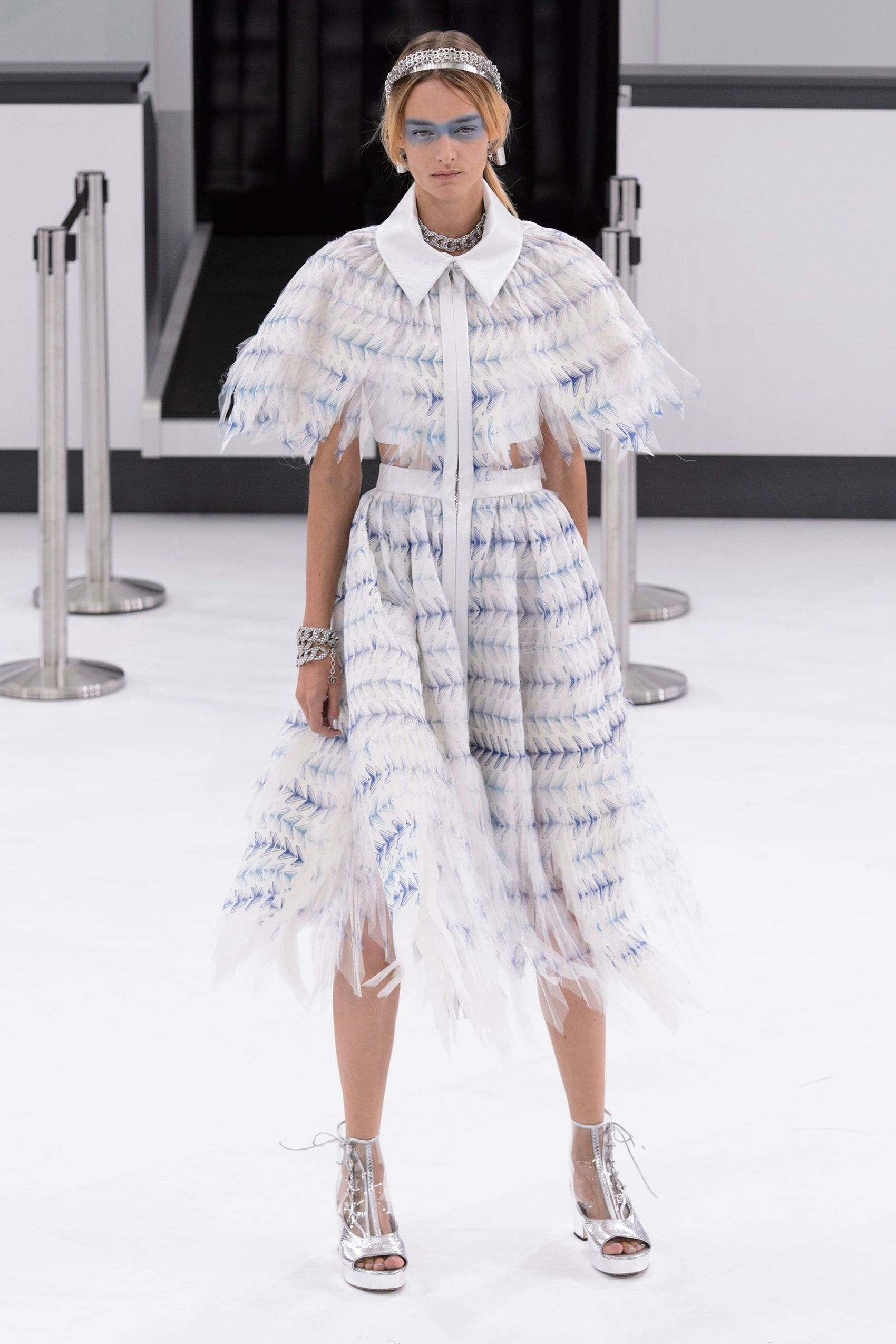 7b7a65e3f8 Best Runway Fashion at Paris Fashion Week Spring 2016 - Paris Fashion Week Spring  2016 Runway Trends