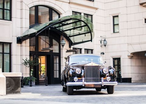 <p>The Waldorf Chicago is a chic backdrop for the season's most glamourous looks. </p>