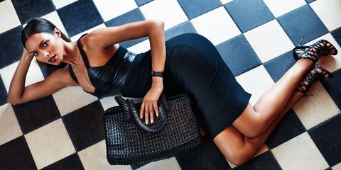 Leg, Human leg, Joint, Style, Thigh, Knee, Fashion, Black, Fashion model, Street fashion,