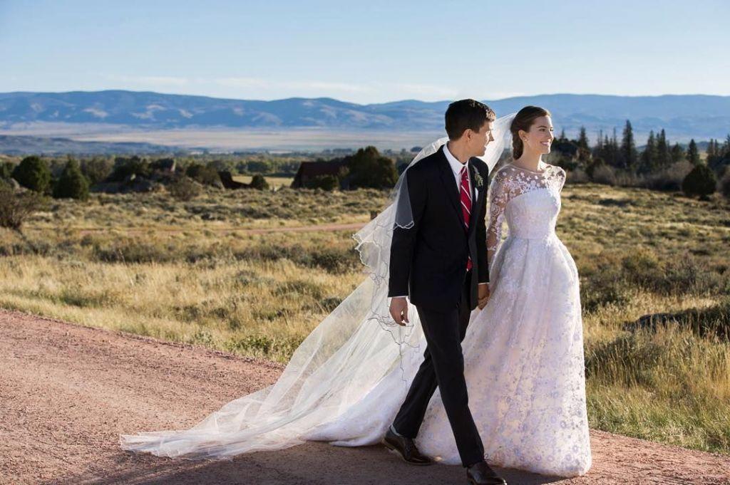 Allison Williams Shares the Secret Behind Her Oscar de la Renta Wedding Dress Design