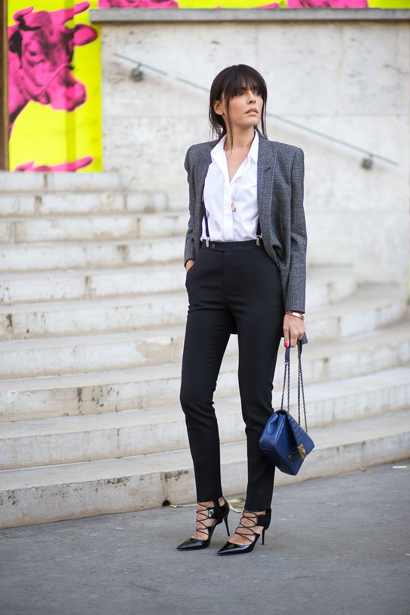 <p>Clean lines make for an undeniably streamlined look. Dress up a boyishly fashionable denim blazer with lace-up pumps and a diamond-encrusted pendant piece. </p>