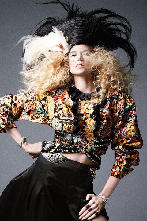 Fashion accessory, Costume accessory, Fashion, Fur, Fashion model, Abdomen, Waist, Costume design, Model, Dancer,