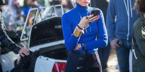 Automotive tail & brake light, Jewellery, Fashion accessory, Street fashion, Electric blue, Denim, Cobalt blue, Trunk, Necklace, Bracelet,