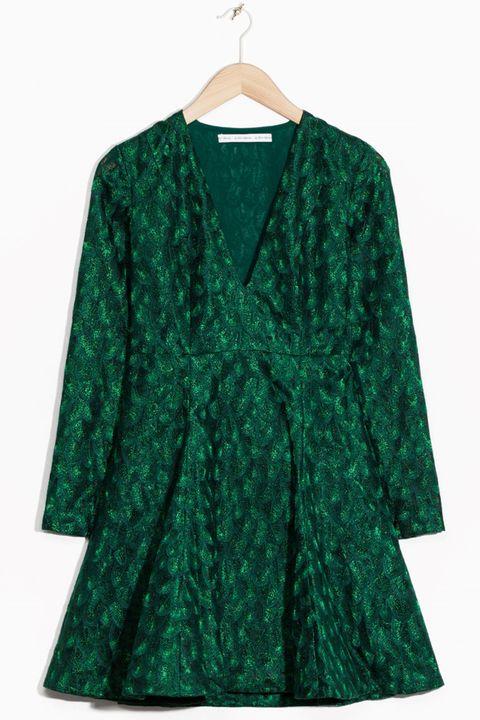 Green, Sleeve, Collar, Textile, Outerwear, Teal, Turquoise, Clothes hanger, Aqua, Fashion,