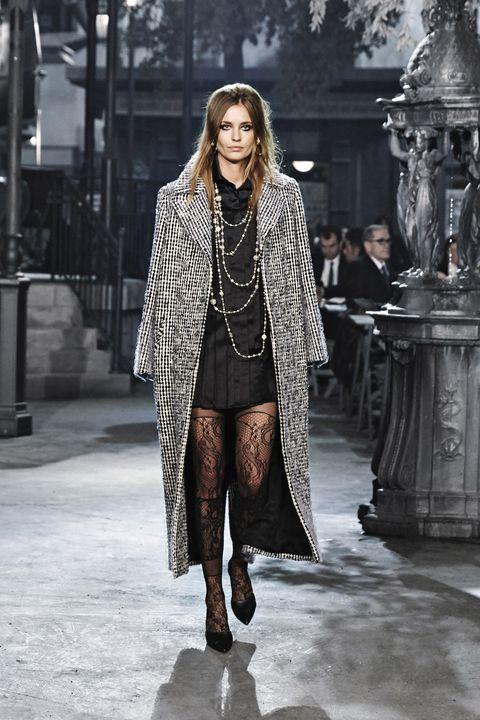 Fashion show, Winter, Outerwear, Runway, Style, Street fashion, Fashion model, Fashion, Black, Pattern,