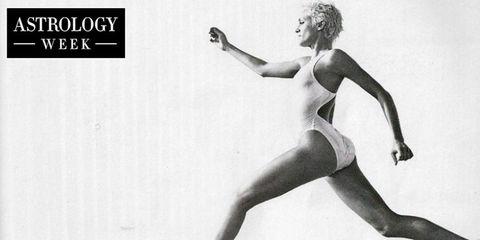 Shoulder, Human leg, Joint, Style, Elbow, Knee, Waist, Thigh, Art, Trunk,