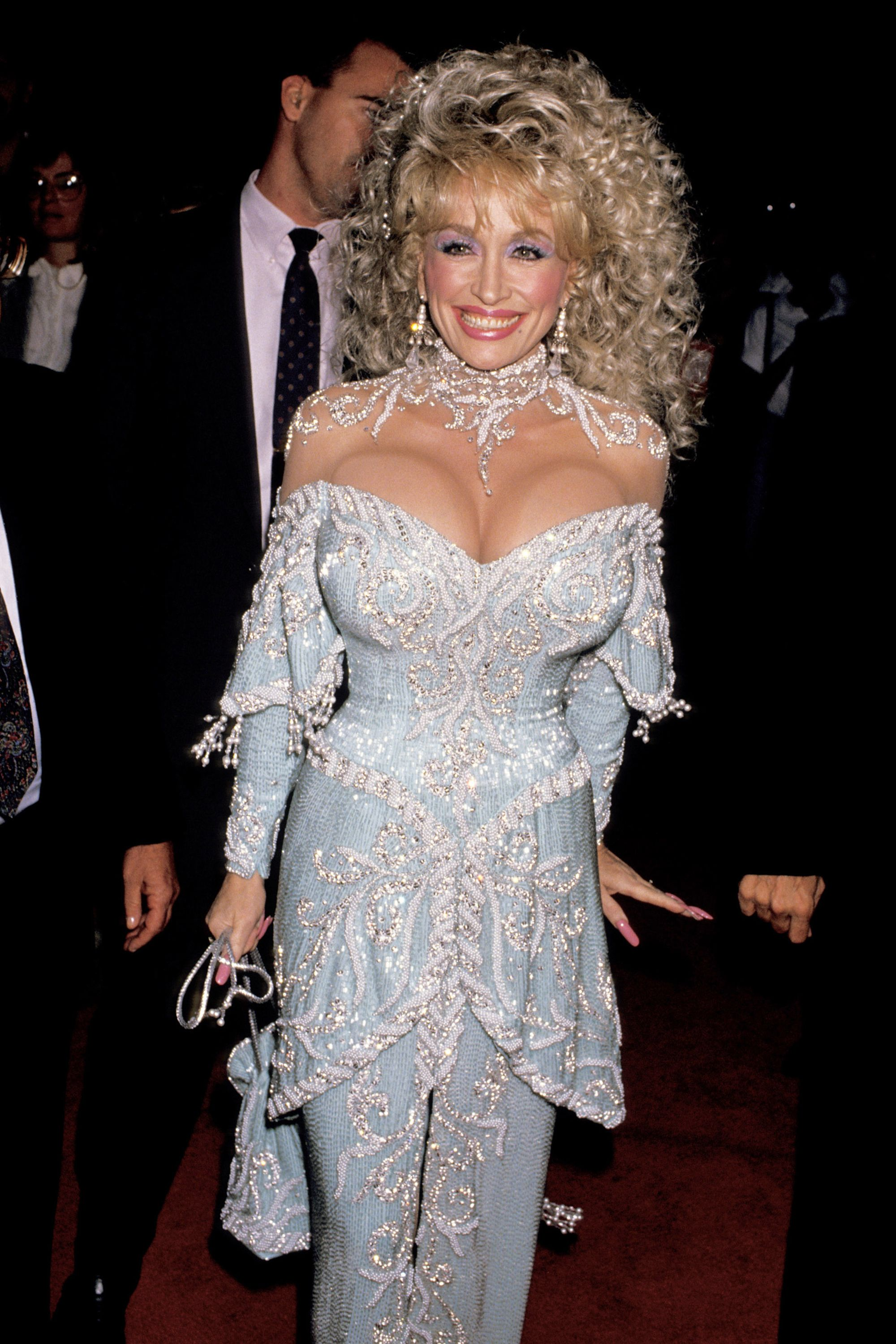 hbz-dolly-parton-1989-gettyimages-107283