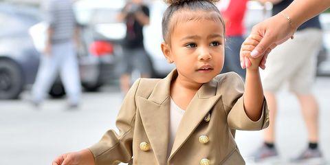 Ear, Finger, Hairstyle, Collar, Sleeve, Skin, Dress shirt, Blazer, Street fashion, Eyelash,