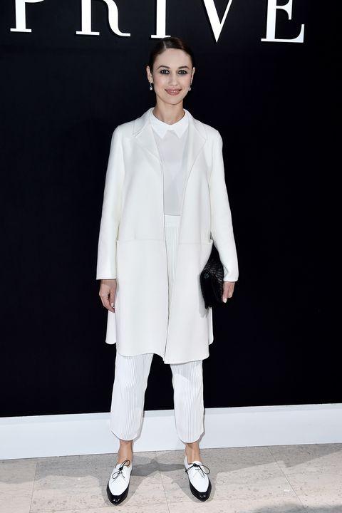 Clothing, Sleeve, Human body, Outerwear, White, Style, Collar, Coat, Street fashion, Fashion model,