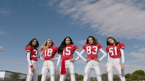 Sports uniform, People, Sky, Product, Social group, Jersey, Textile, Red, Sportswear, Team,