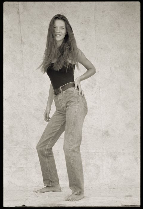 Shoulder, Denim, Jeans, Standing, Elbow, Waist, Style, Monochrome, Knee, Abdomen,