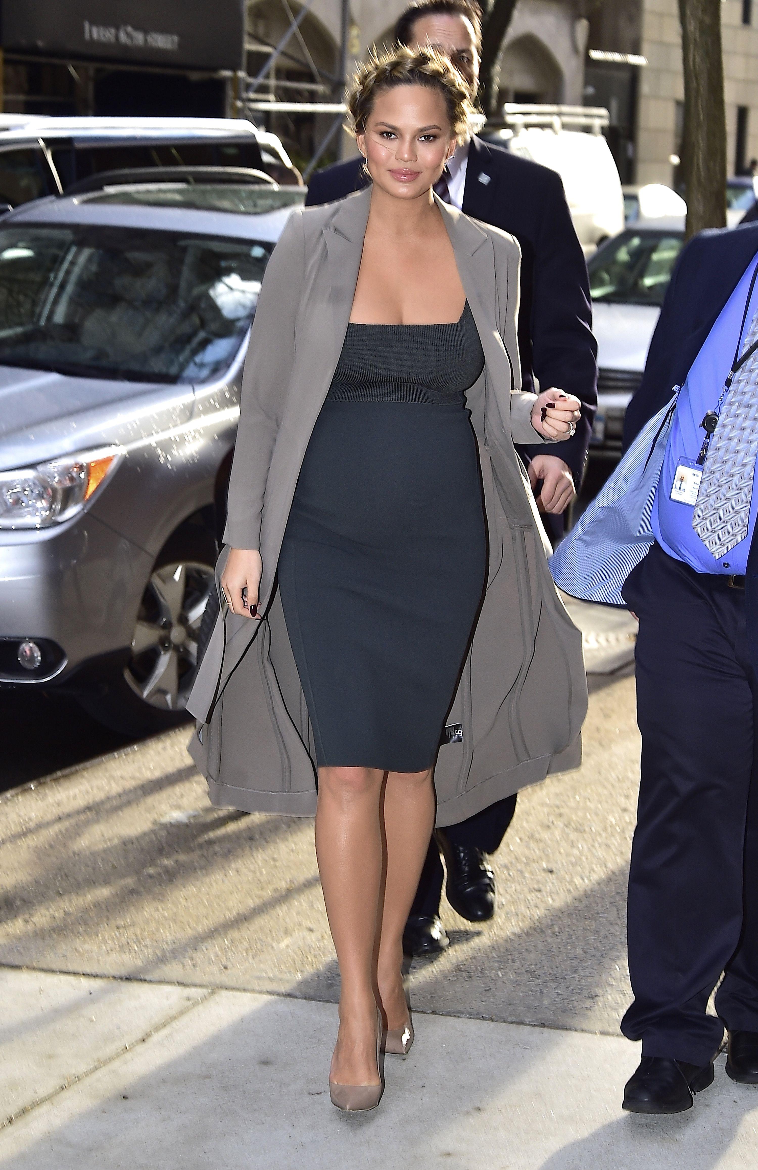 Chrissy teigen borrows kim kardashians maternity uniform chrissy teigen borrows kim kardashians maternity uniform chrissy teigen pregnancy style ombrellifo Images