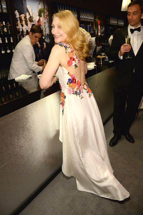 Hair, Gown, Dress, Clothing, Fashion, Hairstyle, Formal wear, Blond, Premiere, Shoulder,