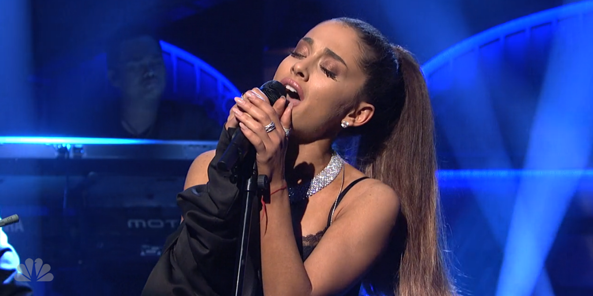 Ariana Grande Handles a Major Wardrobe Malfunction Like the Pro She Is