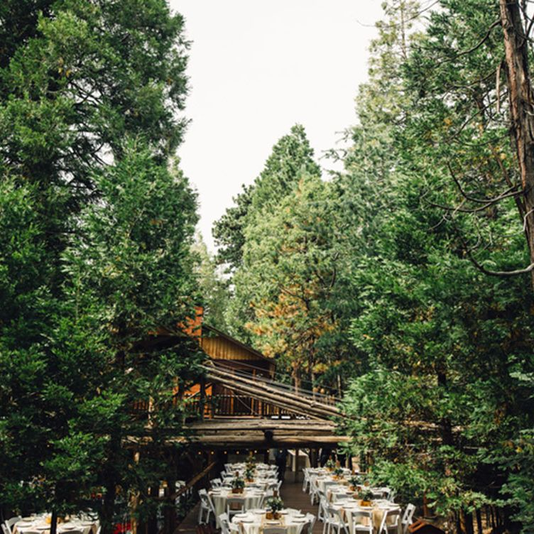 """<p>With weddings to suit parties of 20 to 175, <a href=""""https://www.venuereport.com/venue/arrowhead-pine-rose/"""" target=""""_blank"""">this cabin filled retreat</a> feels less like a classic 'resort' due to it's authentic woodland feel. Whether you book an intimate ceremony amongst the evergreens or a larger reception overlooking Lake Arrowhead, take advantage of the on-site lodging for a wedding weekend. While this site may need a designer's touch when it comes to florals, decor and choosing the right dress for the setting, it's natural background will undoubtedly serve up that rustic vibe you've been eyeing–barn not included. </p>"""