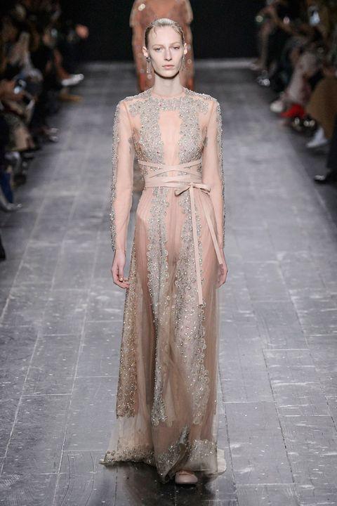 Fashion show, Dress, Fashion model, Style, Runway, Street fashion, Fashion, Gown, Haute couture, Model,