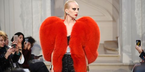 Fur clothing, Camera, Natural material, Fashion, Fashion model, Animal product, Eyelash, Fur, Model, Single-lens reflex camera,