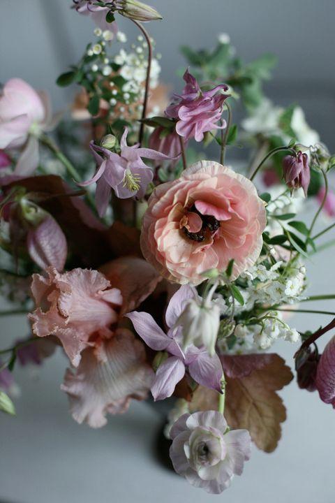 16 spring wedding flower ideas bridal bouquets and floral spring wedding flowers mightylinksfo