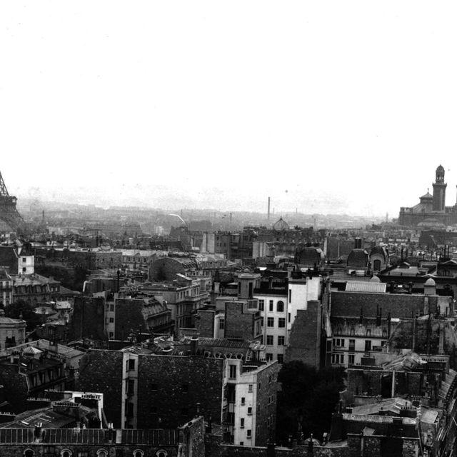 Metropolis, White, Landmark, Metropolitan area, City, Cityscape, Urban area, Spire, Black-and-white, Monochrome photography,