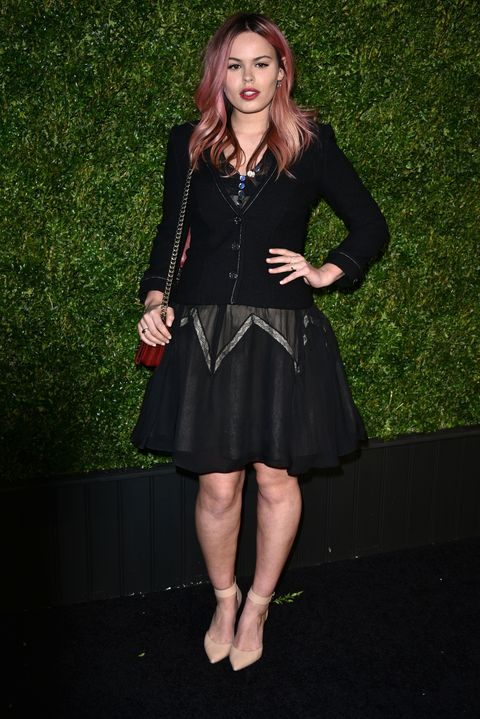 Dress, Jewellery, One-piece garment, Formal wear, Day dress, Cocktail dress, Fashion accessory, Little black dress, Fashion model, Knee,