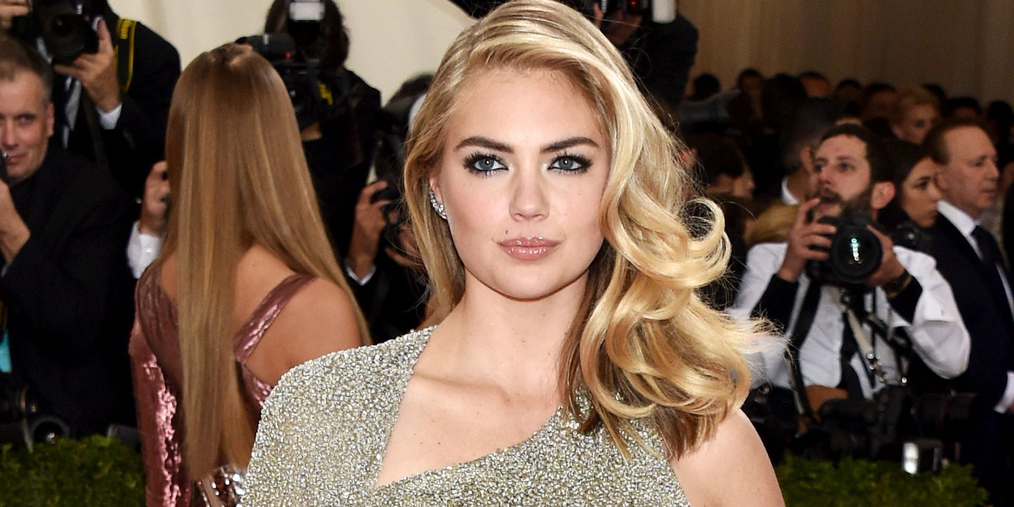 Kate Upton Signs To Next Models Kate Upton Returns To Modeling