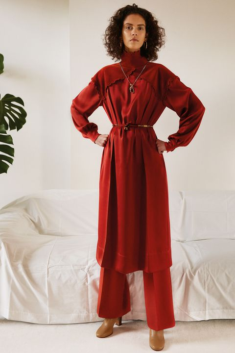 Sleeve, Textile, Shoe, Red, Jheri curl, Style, Formal wear, Ringlet, Fashion, Fashion model,