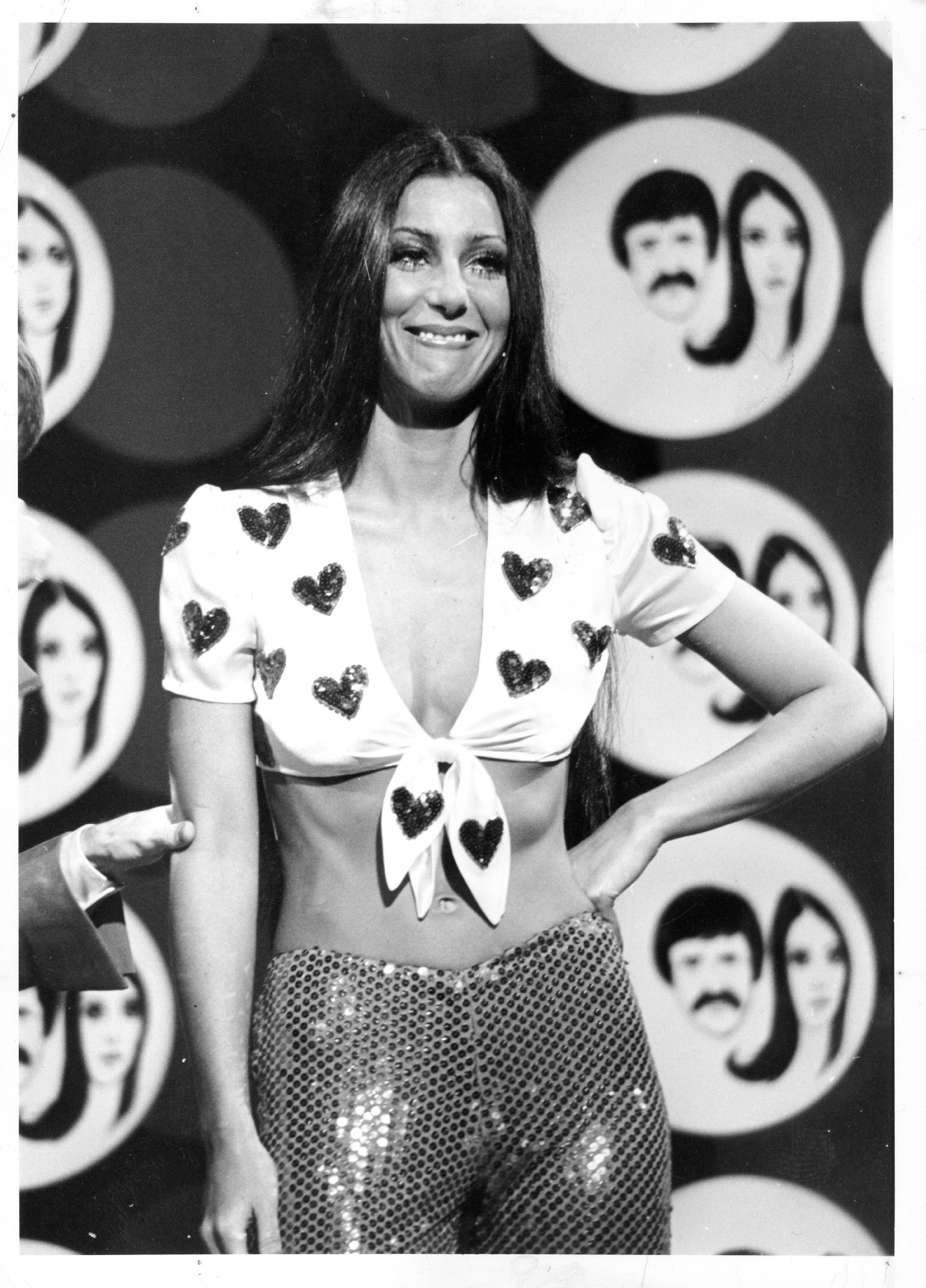 Cher S Best Outfits And Fashion Moments Over The Years Cher Photos And Style Evolution