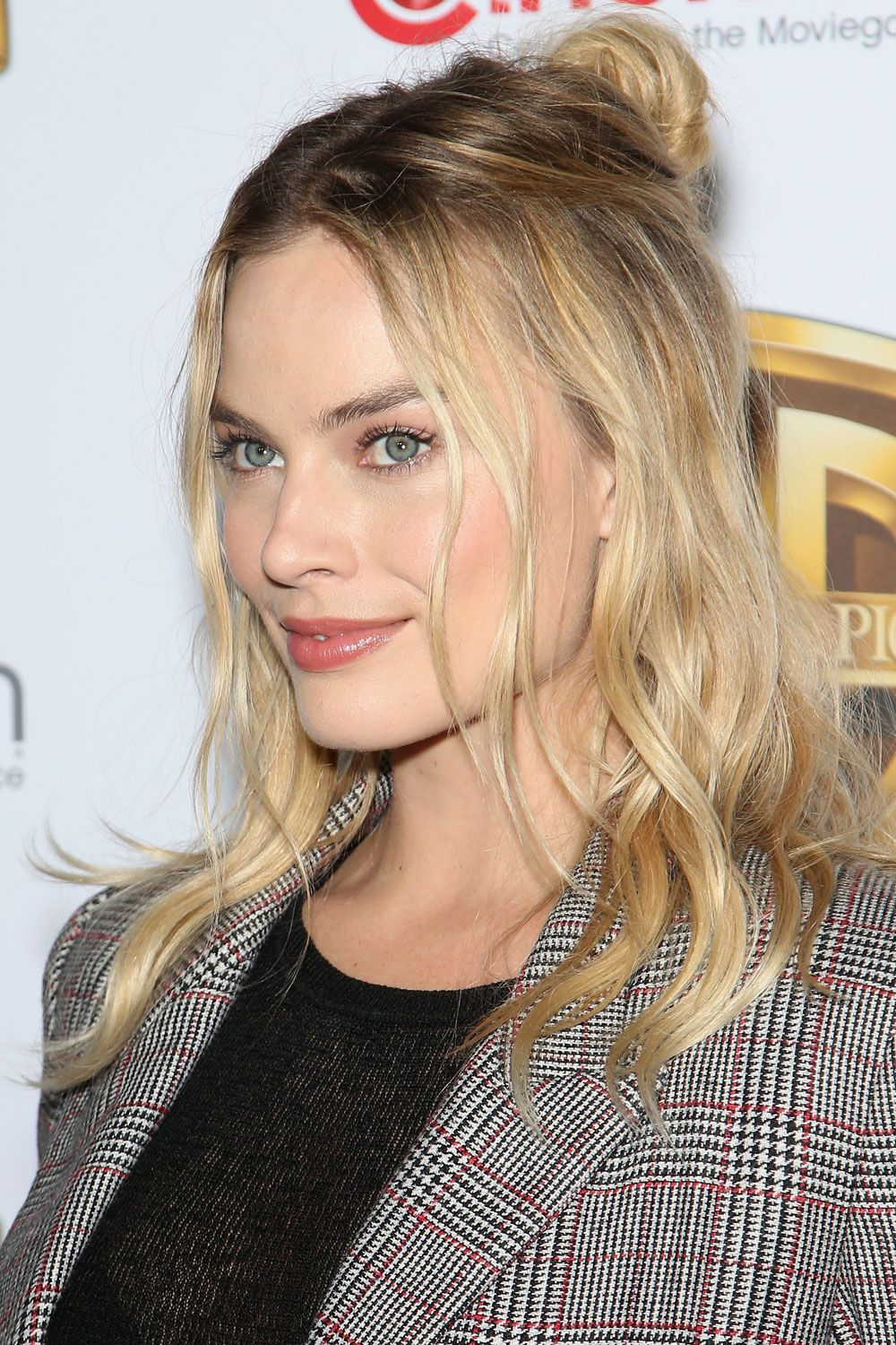 <p>Soft highlights and loose waves complete the look.</p>