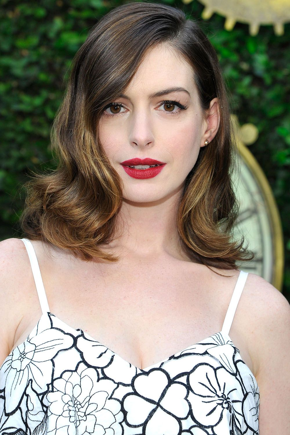 33 best medium hairstyles - celebrities with shoulder length haircuts
