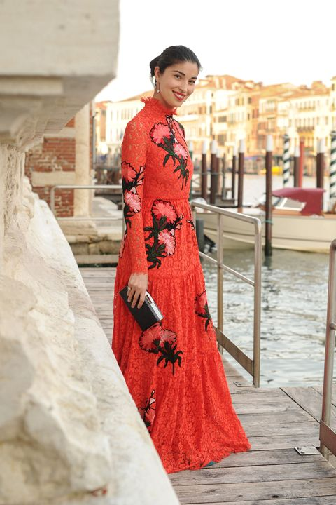 Sleeve, Textile, Dress, Street fashion, Gown, Vintage clothing, Costume, Tradition, Lipstick, One-piece garment,