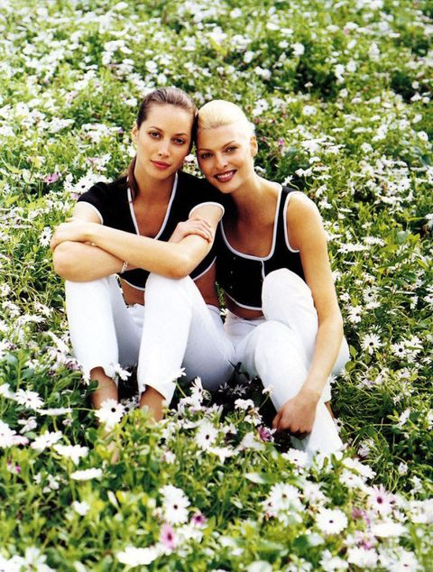 <p>Christy Turlington and Linda Evangelista, shot by Patrick Demarchelier for a 1995 issue of Harper's BAZAAR, are the ultimate picnic pinups. </p>