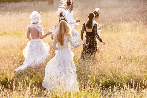Dress, People in nature, Grassland, Grass family, One-piece garment, Wedding dress, Meadow, Prairie, Day dress, Embellishment,
