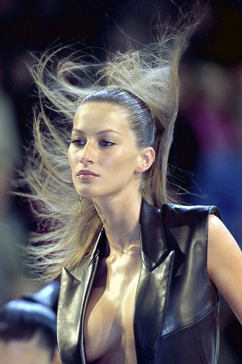 Ear, Mouth, Lip, Hairstyle, Jacket, Fashion, Beauty, Blond, Leather, Brown hair,