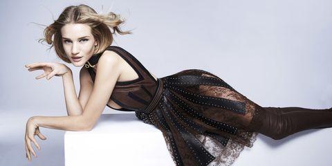 Hairstyle, Human leg, Shoulder, Joint, Fashion model, Dress, Thigh, Knee, Fashion, Beauty,