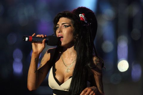 Face, Audio equipment, Nose, Microphone, Mouth, Lip, Hairstyle, Eye, Electronic device, Music,