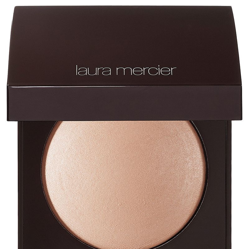 "<p><strong>Her Tip:  </strong>""This sheer, buildable pressed powder gives the skin a