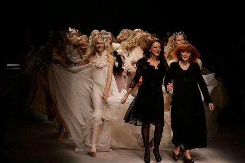 Event, Social group, Entertainment, Dress, Coat, Costume design, Drama, Fashion, Performance, Darkness,