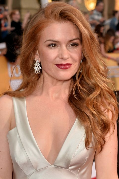 "<p>Isla Fisher plays off her hair hues with a deep strawberry lip and a metallic gown.<span class=""redactor-invisible-space""></span></p>"