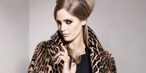 Clothing, Ear, Hairstyle, Textile, Eyelash, Collar, Style, Fashion model, Beauty, Pattern,