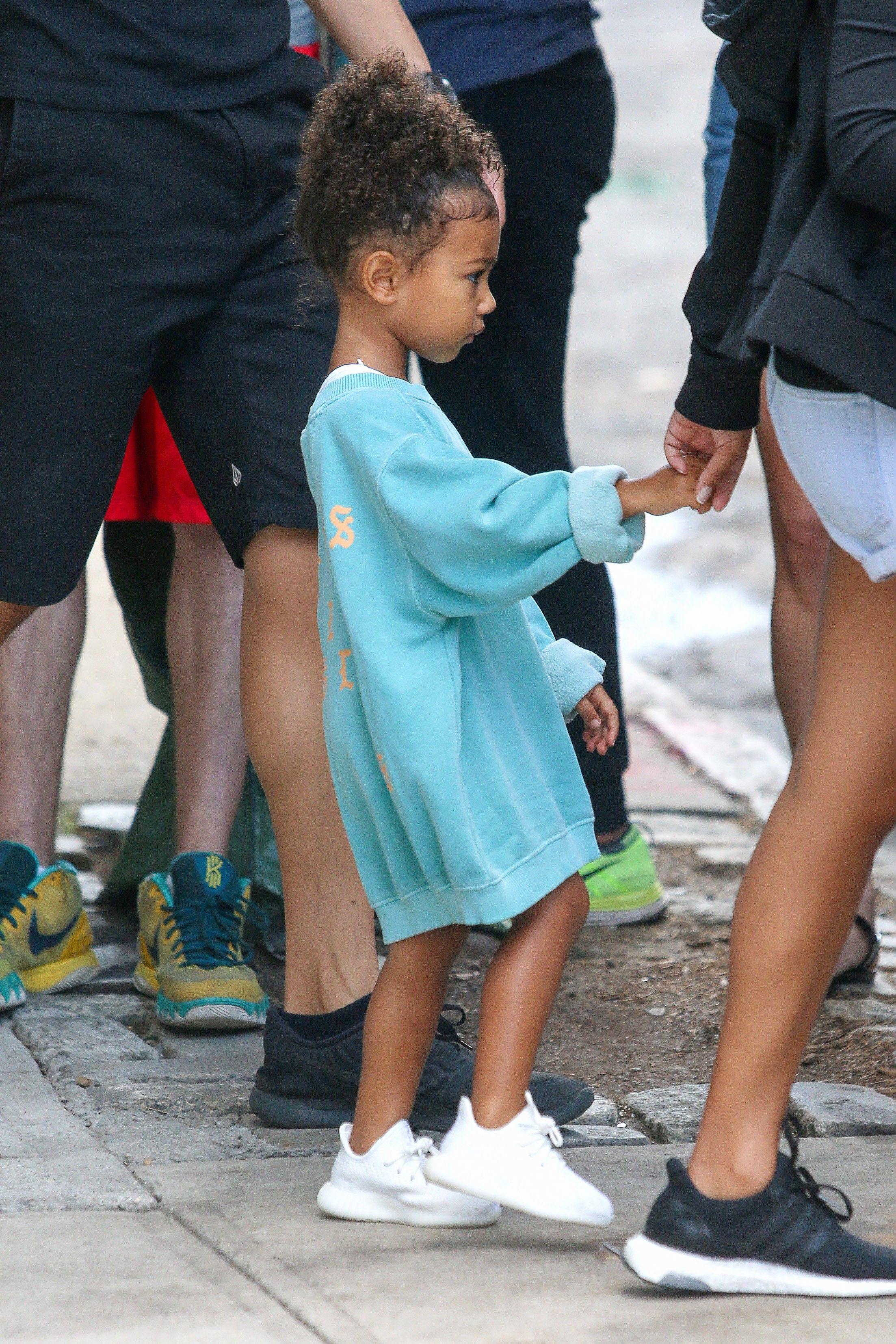 North West Cutest Outfits - Pictures of North West\'s Best Fashion Looks