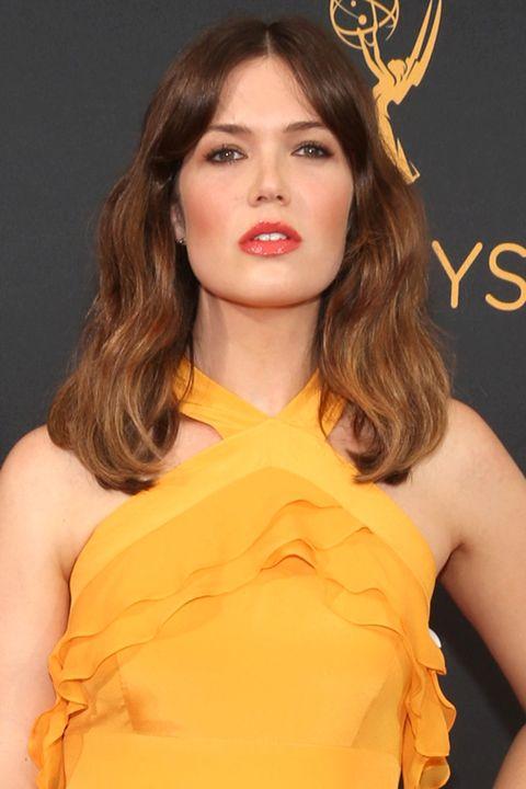 Lip, Yellow, Hairstyle, Shoulder, Orange, Fashion model, Style, Eyelash, Amber, Beauty,