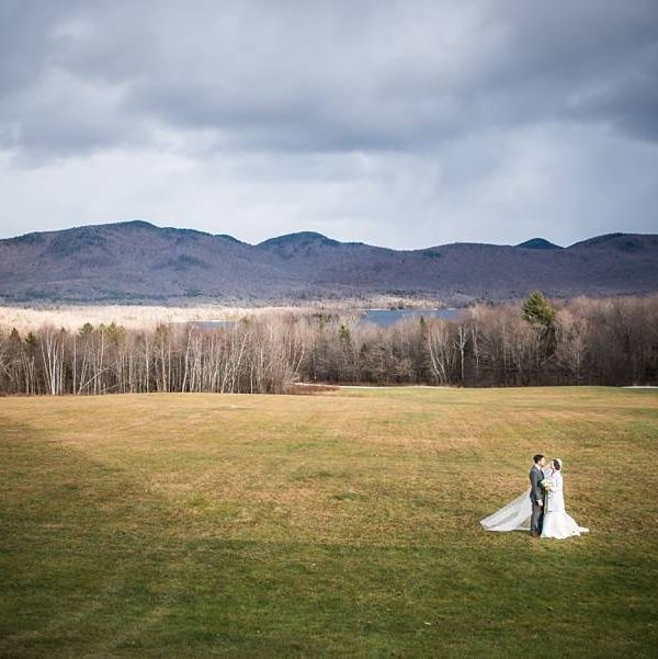 """<p>The <a href=""""http://www.mountaintopinnweddings.com/"""" target=""""_blank"""" embed_count=""""4"""">Mountain Top Inn</a>&nbsp&#x3B;in&nbsp&#x3B;Chittenden, Vermont,&nbsp&#x3B;sits on 350 acres of pristine hills, farmland, and (of course) mountains. It might be a bit chilly&nbsp&#x3B;—&nbsp&#x3B;the Inn is, after all, in Vermont, where even late summer can be nippy&nbsp&#x3B;—&nbsp&#x3B;but when it comes to a wedding set amidst the peak of fall foliage, you couldn't&nbsp&#x3B;find anywhere better.</p>"""