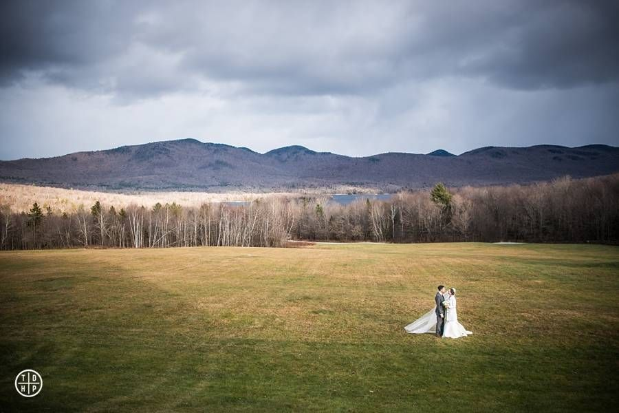 """<p>The <a href=""""http://www.mountaintopinnweddings.com/"""" target=""""_blank"""" embed_count=""""4"""">Mountain Top Inn</a>inChittenden, Vermont,sits on 350 acres of pristine hills, farmland, and (of course) mountains. It might be a bit chilly—the Inn is, after all, in Vermont, where even late summer can be nippy—but when it comes to a wedding set amidst the peak of fall foliage, you couldn'tfind anywhere better.</p>"""