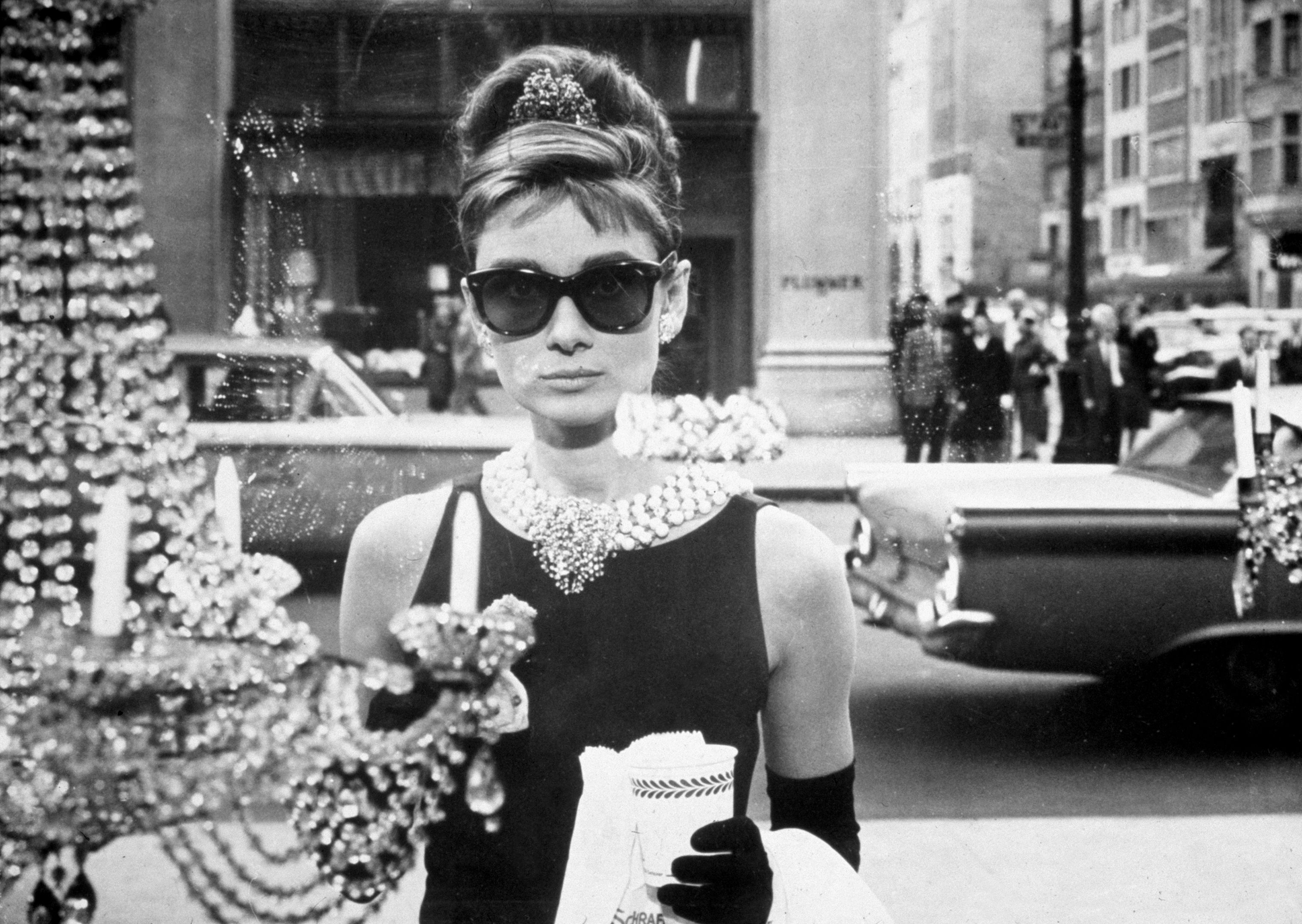 eafa36fd7d8 1474910367-hbz-movies-coming-to-netflix-october-breakfast-at-tiffanys-getty.jpg